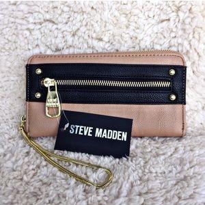 Steve Madden color block chain wristlet wallet